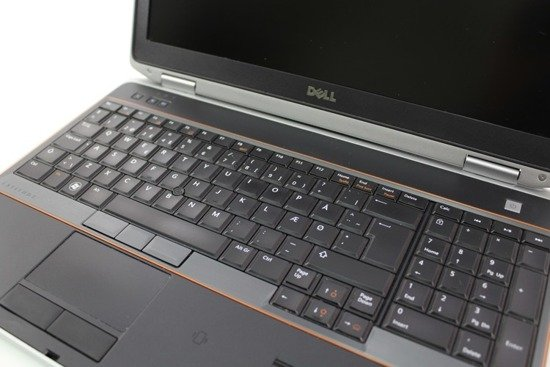 Dell e6520 i7-2620M 8GB 160GB SSD DVD WIN 7 HOME L8
